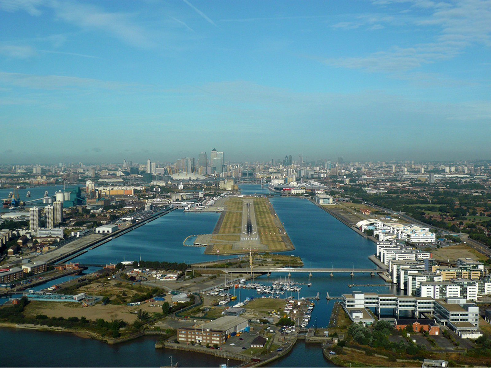 london_city_airport_zwart.jpg
